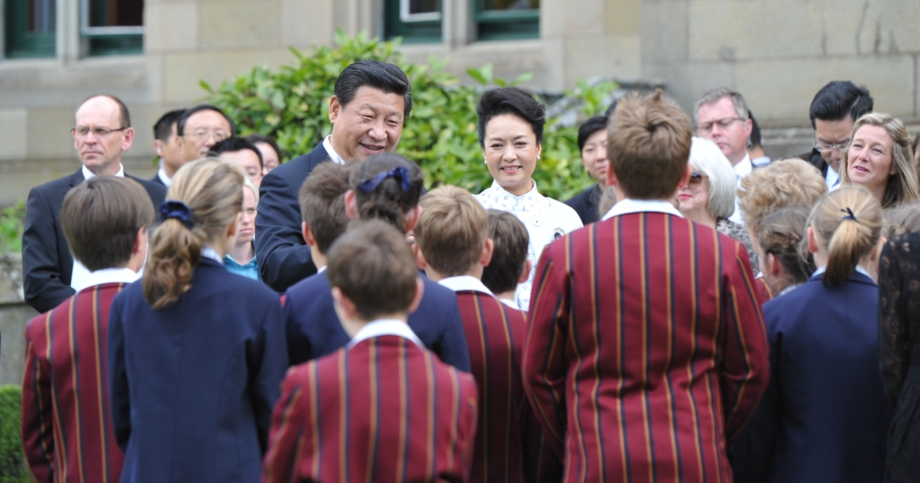 Chinese President Xi and his wife meeting with students from Scotch Oakburn College at Government House. 2014